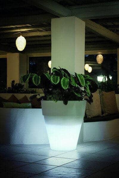 """LED beleuchteter Pflanzkübel """"Vaso Dubai"""" von Modum: gartenmode.de"""